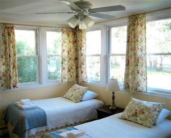 Peaceful Meadow Retreat Twin Room